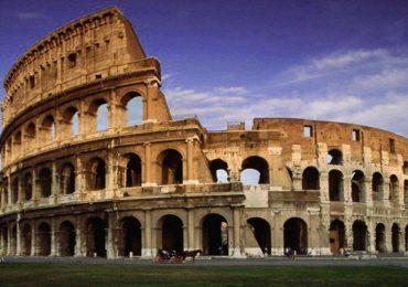 turismo-coliseo-romano-roma-italia